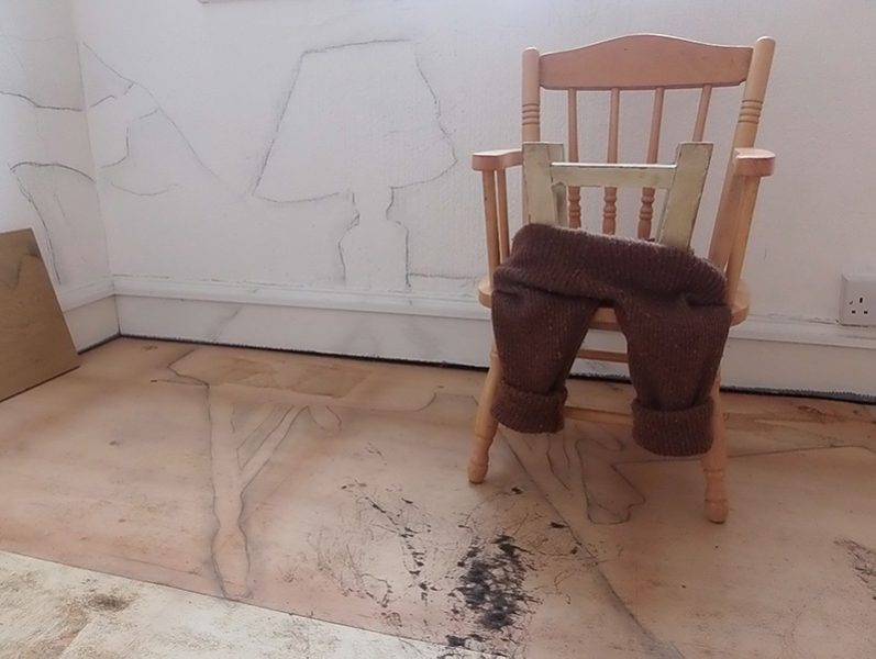 HM trouserchair and table_