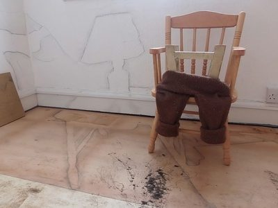 HM trouserchair and table_reduced